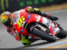 Rossi no acepta el reto de Checa de momento