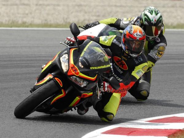 Conducción deportiva con Moto ZK