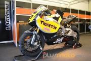 La moto de Jordi Torres preparada box Moto2 CEV 2012 Jerez