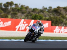 Stoner machaca y consigue la pole de MotoGP en Australia