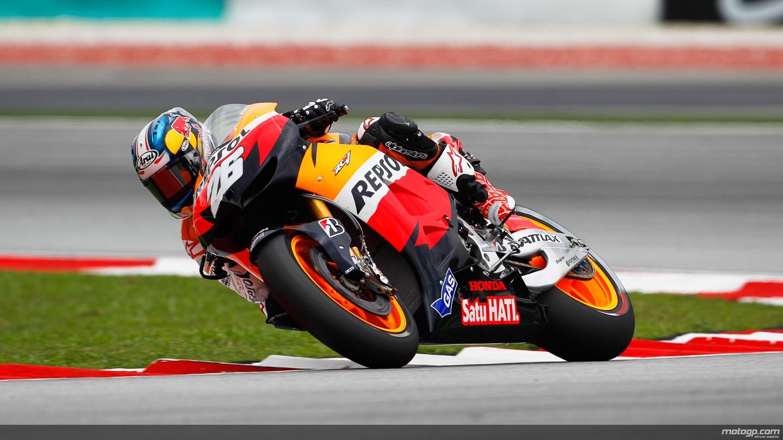 Dani Pedrosa gana una carrera extrema de MotoGP en Sepang