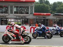 Brookes y Byrne ganan las carreras BSB en Brands Hatch
