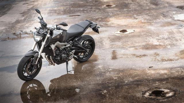 2014-Yamaha-MT-09-ES-Matt-Grey-Static-009
