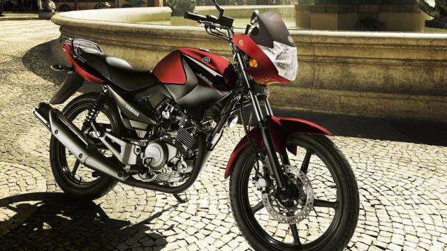 2014-Yamaha-YBR125-EU-Red-Spirit-Static-001