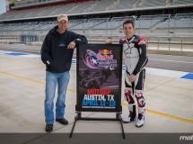 Colin Edwards y Josh Herrin de promoción en el Circuito Austin
