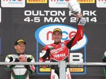 Byrne y Brookes se reparten las victorias BSB en Oulton Park