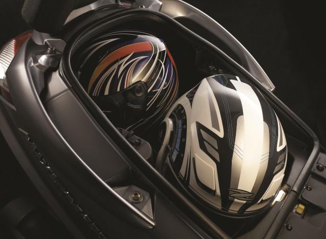 SYM Maxsym 600i Luggage box(with 2 full-face helmets)