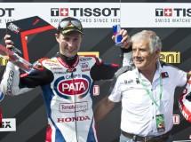 Jonathan Rea gana la carrera 1 SBK en Imola, Davies 2º y Sykes 3º