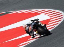 Tito Rabat brilla y domina la carrera de Moto2 en Catalunya, Viñales 2º