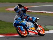 Álex Rins triunfa en un carrerón de Moto3 en Silverstone, Márquez 2º y Bastianini 3º