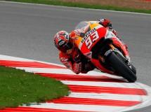 Marc Márquez logra la pole MotoGP en Silverstone, Dovi 2º y Lorenzo 3º