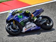 Valentino Rossi confirma que está bien tras su caída en Motorland