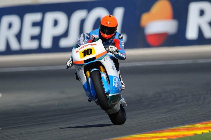 Jesko Raffin triunfa en la carrera Moto2 CEV en Valencia, Alt 2º y Pons 3º