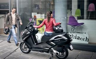 Promoción de la Peugeot Satelis 300