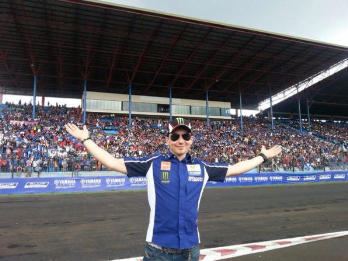 Pol Espargaró y Jorge Lorenzo de ruta por Indonesia con Yamaha