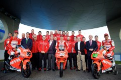 Presentación del equipo Mapfre Mahindra Aspar Moto3 con Bagnaia, Guevara y Martín