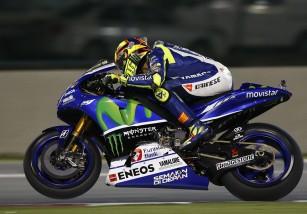Valentino Rossi gana la carrera de MotoGP Qatar, con Dovi 2º y Iannone 3º