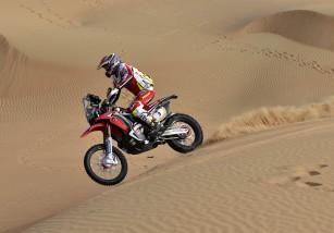 Walkner gana la etapa 4 de Abu Dhabi Desert Challenge, Coma más líder