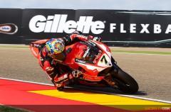 Chaz Davies maravilla en la carrera 2 de SBK Motorland Aragón, KO Sykes
