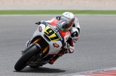 Xavi Vierge gana la carrera 2 del Europeo Moto2 en Portimao, con la lluvia protagonista