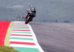 Sam Lowes consigue la pole Moto2 en Mugello, Aegerter 2º y Rabat 3º