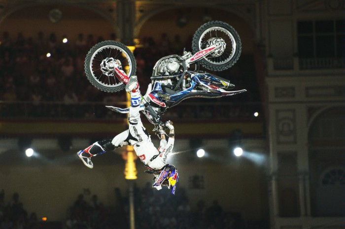 x-fighters accion torres
