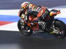 Raúl Fernández triunfa en la carrera de Moto2 en Misano, Gardner 2º y Canet 3º