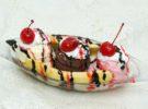 Banana split, un popular postre de helado