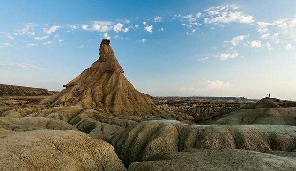 Suelos de yesos, arcillas y areniscas erosionados por el agua y el viento