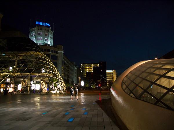 Vistas de la zona moderna y comercial de Eindhoven
