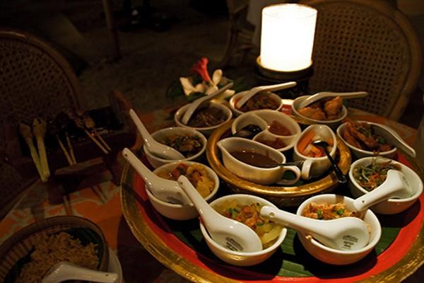 Rijstaffel, la mesa de arroz tan típica de Holanda