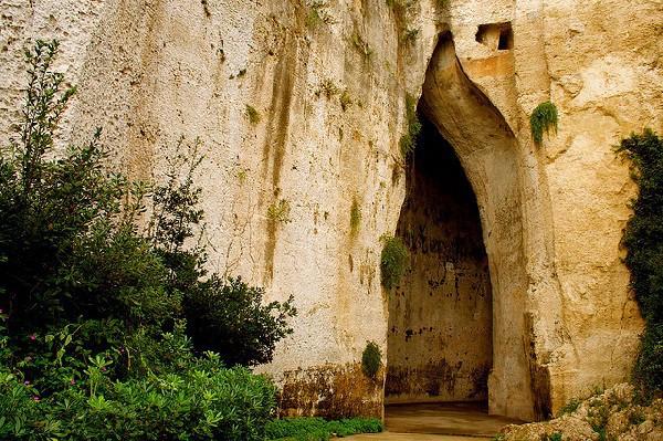 Cueva con gran acústica que sirvió como mazmorra