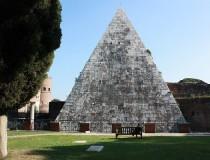 Pirámide Cestia, vestigio de la conquista de Egipto