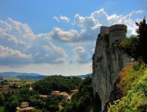 San Leo, un bello pueblo que se alza sobre la roca