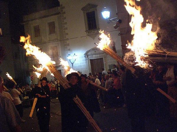 En nochebuena se celebra una procesión de fuego
