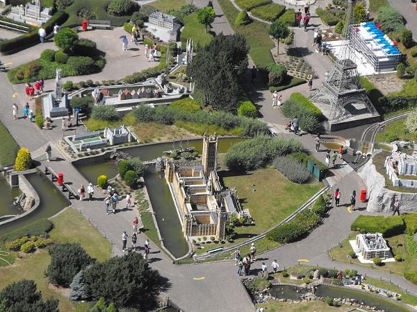 Vistas del parque Mini-Europe desde el Atomium