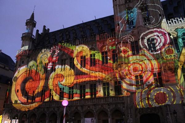 El espectáculo de luz en la Grand Place de Bruselas, uno de los encantos de la Navidad