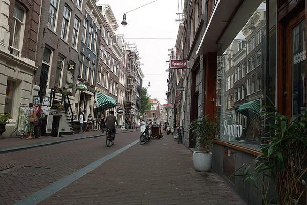 Una de las Nueve Calles, la zona más comercial de Amsterdam