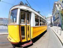 El encanto de moverse en tranvía por Lisboa