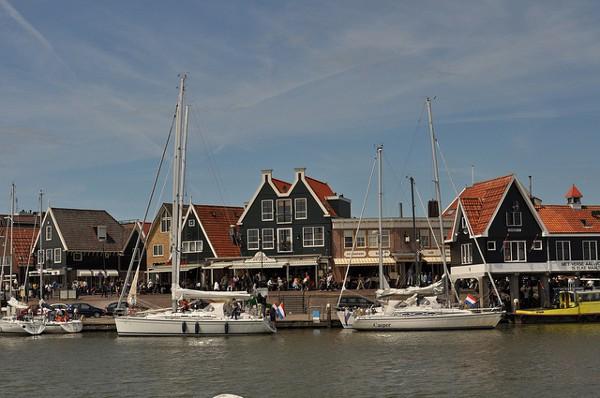 El pintoresco y tradicional puerto de Volendam
