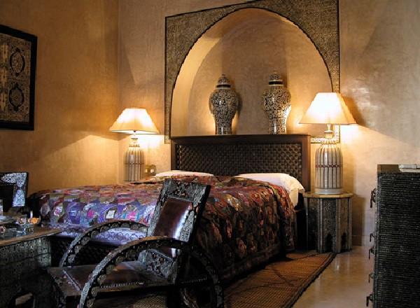 Servicio exquisito y elegante decoración para una estancia perfecta