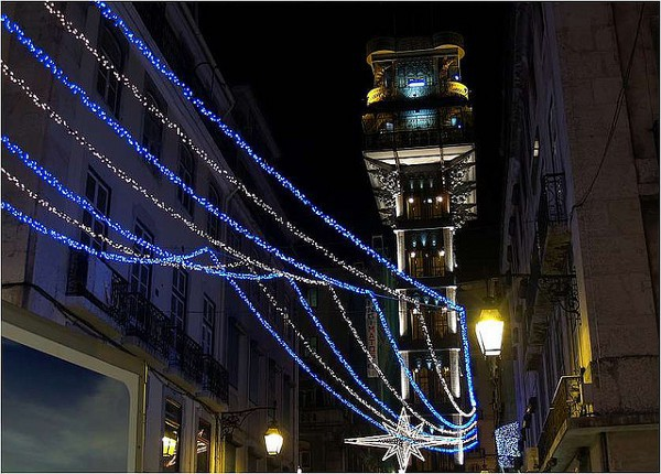 Lisboa durante la Navidad se ilumina con miles de bombillas