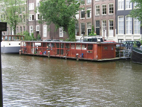 Poezenboot, un refugio para gatos abandonados en Amsterdam
