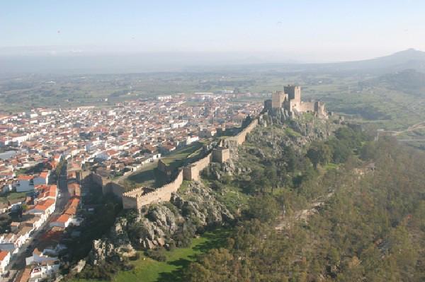 Próxima a la frontera de Portugal y con vestigios medievales