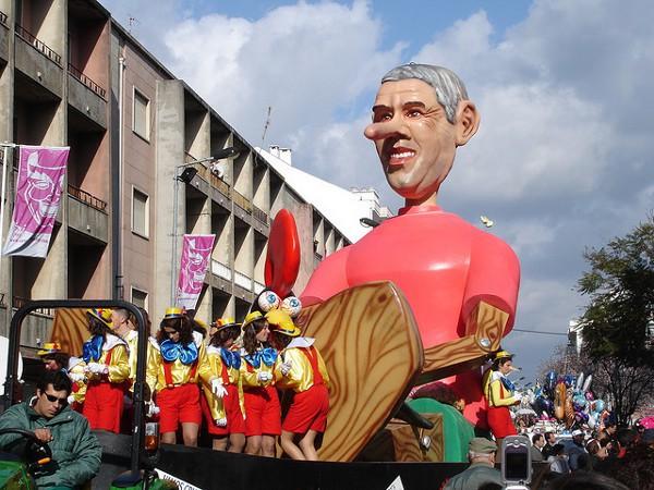Carrozas en el Carnaval de Torres Vedras, Portugal