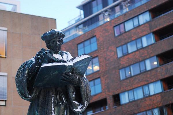 Estatua de Erasmo de Rotterdam