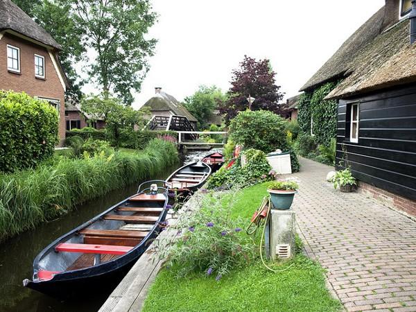 Giethoorn, una ciudad llena de canales y sin vehículos