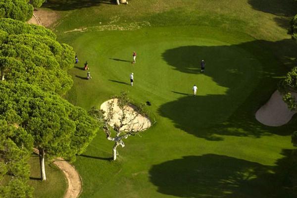 Portugal cuenta con más de 70 campos de golf, principalmente en el Algarve
