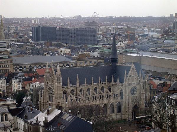 Vistas de la iglesia de Notre Dame du Sablon