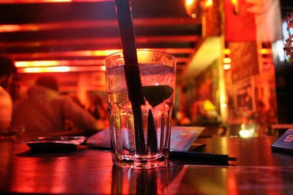 Trago en un bar